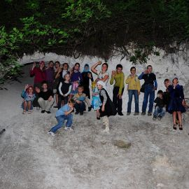 Фото на память в меловом ущелье Паломничество. Поездка в Святогорскую Лавру. 27 мая 2012 г.