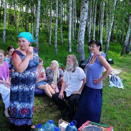 Нечасто удается пообщаться с батюшкой в неформальной обстановке Отдых на природе духовных чад отца Виктора 26 мая 2013 г.