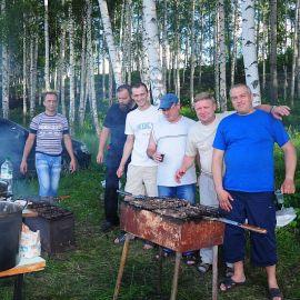 Хозяева приготовили шашлык Отдых на природе духовных чад отца Виктора 26 мая 2013 г.