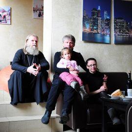 Отец Виктор и его духовные чада Духовные чада отца Виктора празднуют день святителя Николая. 22.12.2013 г.