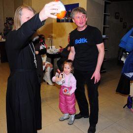 И судьи не остались без подарков Духовные чада отца Виктора празднуют день святителя Николая. 22.12.2013 г.