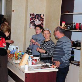 Работа на кухне кипит Духовные чада отца Виктора празднуют день святителя Николая. 22.12.2013 г.