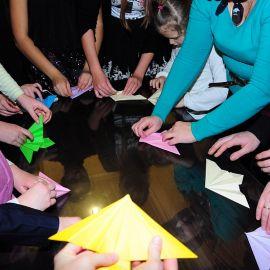Мастер-класс по изготовлению бумажного ангела Духовные чада отца Виктора празднуют день святителя Николая. 22.12.2013 г.