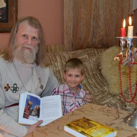 Памятное фото Презентация второй книги отца Виктора. 13.04.2015 г.