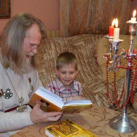 Один из крестников батюшки тоже прославился, оказавшись на страницах книги со своим крестным отцом Презентация второй книги отца Виктора. 13.04.2015 г.