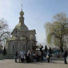 В Кириченковой кринице неподалеку от собора набрали водички Паломническая поездка в Святогорскую Лавру. 9-10 апреля 2016 г.