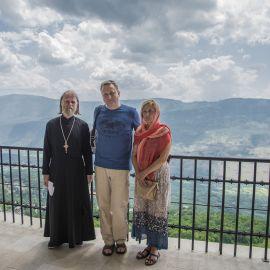 Отец Виктор с матушкой и духовным чадом в монастыре Острог Паломническая поездка отца Виктора в Черногорию. 10-24 июля 2016 г.