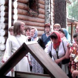 Поклонный крест у шахты на месте уничтожения останков Царской семьи Екатеринбург 2008