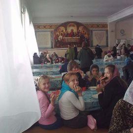 Трапеза в монастыре Свято-Успенская Святогорская Лавра. Осень 2010