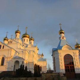 Свято-Духов скит в лучах закатного солнца Паломническая поездка в Почаевскую лавру на Новый 2017 год