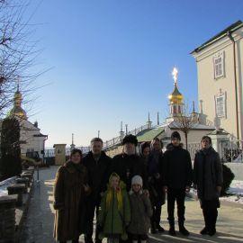 Отец Виктор с духовными чадами в Почаевской лавре Паломническая поездка в Почаевскую лавру на Новый 2017 год