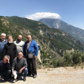 Паломники на фоне горы Афон, по имени которой назван весь полуостров. Облако на горе свидетельствует о том, что Матерь Божья в данный момент находится на Святой Горе Фотоотчет из поездки на Афон 2017