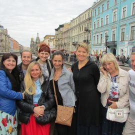 Паломники на Невском проспекте, Санкт-Петербург Паломническая поездка к святыням Санкт-Петербурга