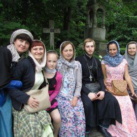Паломники на Смоленском кладбище Паломническая поездка к святыням Санкт-Петербурга