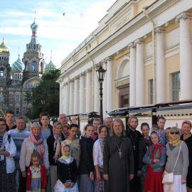 Паломники перед литургией в храме Спаса на Крови Паломническая поездка к святыням Санкт-Петербурга