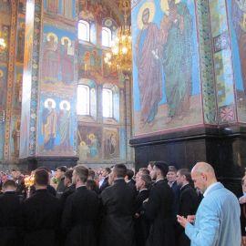 Хор киевских семинаристов, приехавших поклониться мощам святителя Николая. Храм Спаса на Крови Паломническая поездка к святыням Санкт-Петербурга