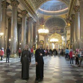 Отец Виктор и отец Андрей в Казанском соборе Паломническая поездка к святыням Санкт-Петербурга