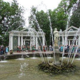 Нашлось время посетить и светские достопримечательности. Петергоф Паломническая поездка к святыням Санкт-Петербурга