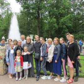 Паломники в Петергофе Паломническая поездка к святыням Санкт-Петербурга