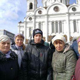 На фоне храма Христа Спасителя Паломническая поездка к мощам святителя Спиридона и блаженной Матроны