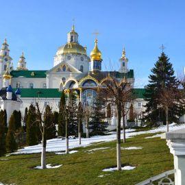 В первый день года в Почаеве всегда солнечная погода Паломническая поездка в Почаевскую лавру. 30.12.2018 - 03.01.2019 г.