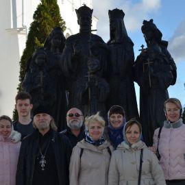 Памятник семье царя-страстотерпца Николая II был создан на народные пожертвования Паломническая поездка Боголюбово — Муром — Дивеево. 11-17.10.2019 г.