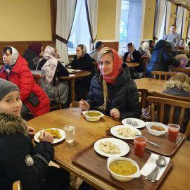 А едой на любой вкус можно подкрепиться в монастырской трапезной Поездка в Почаевскую лавру. 30.12.2019-02.01.2020 г.