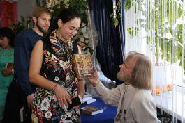 Добавлен фоторепортаж с презентации пятой книги отца Виктора