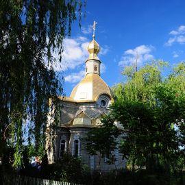 В 600 метрах от храма Свято-Вознесенского кафедрального собора находится Кириченкова криница Паломничество. Поездка в Святогорскую Лавру. 27 мая 2012 г.