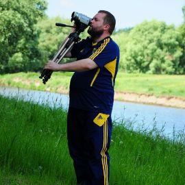 Оператор (и великолепный рассказчик!) все фиксирует на камеру Отдых на природе духовных чад отца Виктора 26 мая 2013 г.