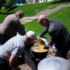 Кулеш в процессе приготовления Выезд на природу духовных чад отца Виктора. 17.05.2015 г.