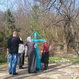 На могиле Иоанна Затворника (память совершается 24 августа) Паломническая поездка в Святогорскую Лавру. 9-10 апреля 2016 г.