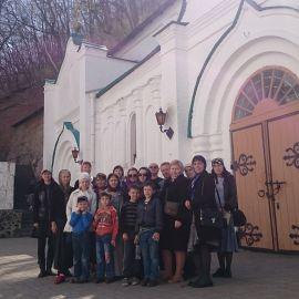 У входа в пещеры, Святогорская лавра Паломническая поездка в Святогорскую Лавру. 9-10 апреля 2016 г.