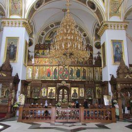 Справа  - чудотворная икона «Святогорской» Божьей Матери, слева - мощи Иоанна Затворника Паломническая поездка в Святогорскую Лавру. 9-10 апреля 2016 г.