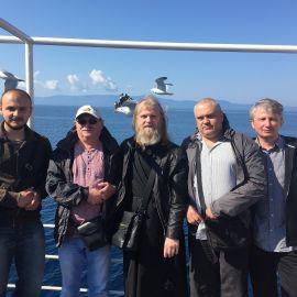 ...и отплыли из Уранополиса на пароме к Пантелеймоновскому монастырю Паломническая поездка отца Виктора на Афон. 6-13.05.2016 г.