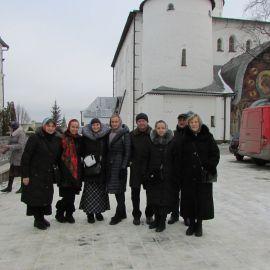Харьковские паломники на подворье Почаевской лавры, у Троицкого храма Паломническая поездка в Почаевскую лавру на Новый 2017 год