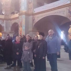 Отец Виктор с духовными чадами на литургии в Почавской лавре Паломническая поездка в Почаевскую лавру на Новый 2017 год