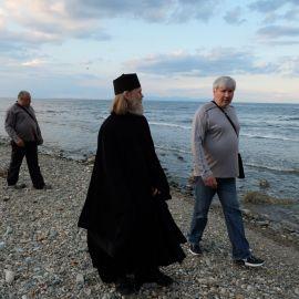 Паломники на фоне Эгейского моря Фотоотчет из поездки на Афон 2017