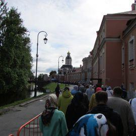 Очередь к мощам святителя Николая Паломническая поездка к святыням Санкт-Петербурга