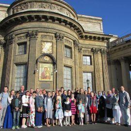 У Казанского собора по дороге на воскресную литургию Паломническая поездка к святыням Санкт-Петербурга