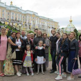 Харьковские паломники в Петергофе Паломническая поездка к святыням Санкт-Петербурга