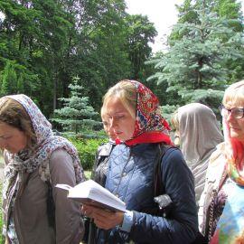 В очереди к Ксении Петербургской Паломническая поездка к святыням Санкт-Петербурга