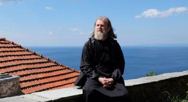 Добавлены фотографии из поездки отца Виктора и его духовных чад на Афон